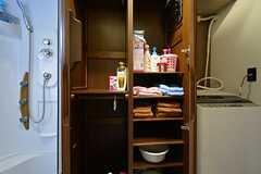 ランドリーの収納棚には、洗面用具が置く事が出来ます。(2015-11-27,共用部,LAUNDRY,3F)