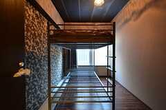 専有部の様子。2段ベッドの下段は収納として使えます。(201号室)(2015-11-27,専有部,ROOM,2F)