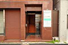 シェアハウスの正面玄関。(2010-03-16,周辺環境,ENTRANCE,1F)