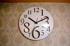 壁に飾られた時計。(2010-03-16,共用部,OTHER,4F)