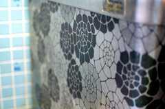 レトロな柄のお風呂。(2010-03-16,共用部,BATH,5F)
