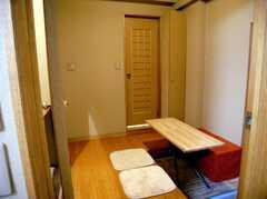 玄関を入るとすぐのコモンスペース(ラウンジ)2(2006-12-21,共用部,LIVINGROOM,4F)