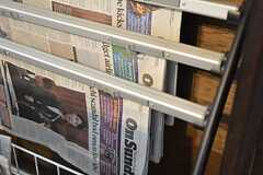 英字新聞もあります。(2015-01-17,共用部,OTHER,1F)