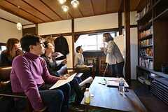 英語のレッスン風景2。日本人の講師が日本語でレッスンを行います。(2015-01-17,共用部,PARTY,1F)