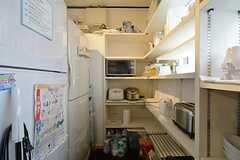 キッチン家電と収納スペース。(2015-01-17,共用部,KITCHEN,1F)