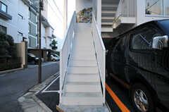 玄関に上る階段の様子。(2014-01-10,共用部,OTHER,1F)