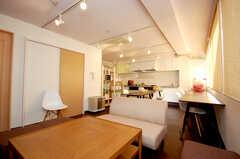 シェアハウスのラウンジの様子。広めの空間。(2008-11-25,共用部,LIVINGROOM,4F)