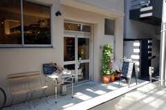 1Fにはパンが自慢のハイブカフェが入っている。(2008-11-25,共用部,OTHER,1F)