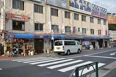 各線・飯田橋駅周辺の様子3。渋い居酒屋が並んでいます。(2016-02-17,共用部,ENVIRONMENT,1F)