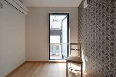 窓を全開にするとこんな感じ。網戸も設置されています。(301号室)(2015-03-24,専有部,ROOM,3F)