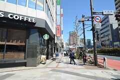 各線・淡路町駅、小川町駅の入り口周辺の様子。(2015-03-24,共用部,ENVIRONMENT,1F)