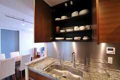 食器棚の様子。(2010-12-02,共用部,KITCHEN,35F)