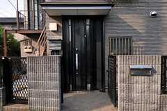 シェアハウスの正面玄関。(2011-05-18,周辺環境,ENTRANCE,1F)