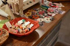 入居者さんがハンドメイド作品を販売することも大歓迎とのこと。(2017-10-17,共用部,LIVINGROOM,1F)