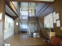 シェアハウスの正面玄関から見た内部の様子。独特の雰囲気がある(2008-02-07,周辺環境,ENTRANCE,1F)