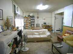 反対側から見たシェアハウスのラウンジ。(2008-02-07,共用部,LIVINGROOM,1F)