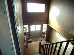 階段の様子。(2階から1階)(2008-02-07,共用部,OTHER,2F)
