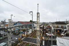屋上からの景色。線路沿いに建っているので京王線の車両を近くで見られます。音については現地で確認してください。(2020-05-19,共用部,OTHER,3F)