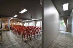 会議室の様子2。会議室の利用日以外は、椅子は畳み収納されているとのこと。(2017-09-12,共用部,OTHER,2F)