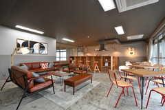 会議室の様子4。左手からソファスペース、カウンターテーブル、テーブル席です。(2017-09-12,共用部,OTHER,2F)