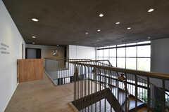 廊下の様子2。とても開放的です。(2017-11-10,共用部,OTHER,2F)