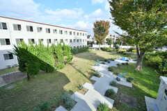ベランダから見た庭の様子。(2017-11-10,共用部,OTHER,2F)