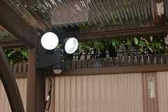 駐輪スペースは人感センサー付きの照明が設置されています。(2015-06-11,共用部,GARAGE,1F)