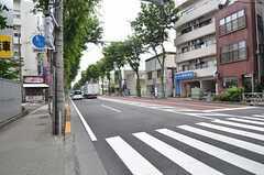 京王線・つつじヶ丘駅からシェアハウスに向かう道の様子。(2015-06-11,共用部,ENVIRONMENT,1F)