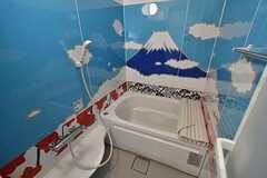 バスルームの様子。富士山が描かれています。(Acqua棟)(2017-01-05,共用部,BATH,2F)