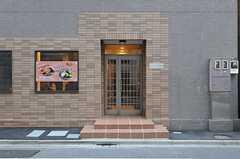 シェアハウスの玄関。建物の2~6Fがシェアハウスです。(2014-01-14,周辺環境,ENTRANCE,1F)
