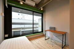 専有部の様子。窓は特大サイズ。(302号室)(2017-12-08,専有部,ROOM,3F)