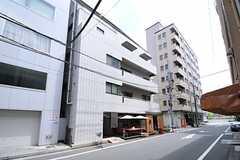 マンションの外観。4階がシェアハウスです。(2013-08-06,共用部,OUTLOOK,1F)
