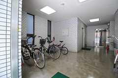 マンションの自転車置場の様子。(2013-08-06,共用部,GARAGE,1F)