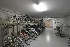 自転車置き場の様子。(2011-09-13,共用部,GARAGE,1F)