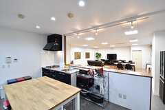 作業台の様子。作業台の対面にキッチン家電が用意されています。(2017-02-09,共用部,KITCHEN,3F)
