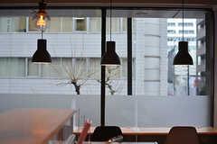窓際のランプ。(2017-03-02,共用部,LIVINGROOM,2F)