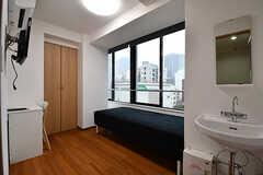 専有部の様子。各部屋には洗面台が設置されています。(505号室)(2017-03-02,専有部,ROOM,5F)