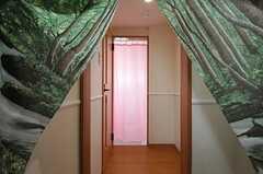 シャワールームの仕切りはカーテンです。(2013-10-31,共用部,BATH,3F)