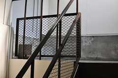 階段の手すりがアイアン製です。(2013-10-31,専有部,ROOM,5F)