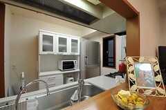 リビング側から見たキッチン。(2011-08-05,共用部,KITCHEN,3F)