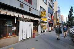東京メトロ半蔵門線・水天宮駅周辺の様子。古い建物や街並みも残っています。(2011-08-05,共用部,ENVIRONMENT,1F)