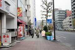東京メトロ日比谷線・築地駅からシェアハウスへ向かう道の様子。(2011-12-22,共用部,ENVIRONMENT,1F)