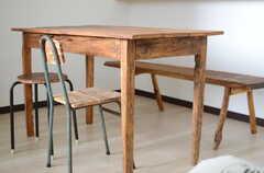 オーダーメイドで作られたアジアンテイストのテーブル&スツール&ベンチ。(2014-03-03,共用部,LIVINGROOM,4F)