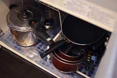 シンク下には鍋類が収納されています。(2012-02-10,共用部,KITCHEN,1F)