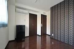 3階の冷蔵庫のカラーは、ブラックで統一されています。(302号室)(2012-02-10,専有部,ROOM,3F)