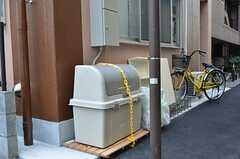 ゴミ置き場の様子。脇には自転車置き場があります。(2012-02-10,共用部,OTHER,1F)