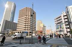 都営大江戸線・勝ちどき駅前の晴海通りの様子。(2012-02-10,共用部,ENVIRONMENT,1F)