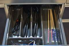 調理器具は引き出しの中に。(2014-03-27,共用部,KITCHEN,1F)