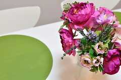 テーブルの上にはお花。(2012-08-07,共用部,LIVINGROOM,5F)
