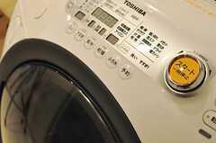 日々進化する洗濯機の曲線フォルムがたまりません。(2012-08-07,共用部,LAUNDRY,5F)